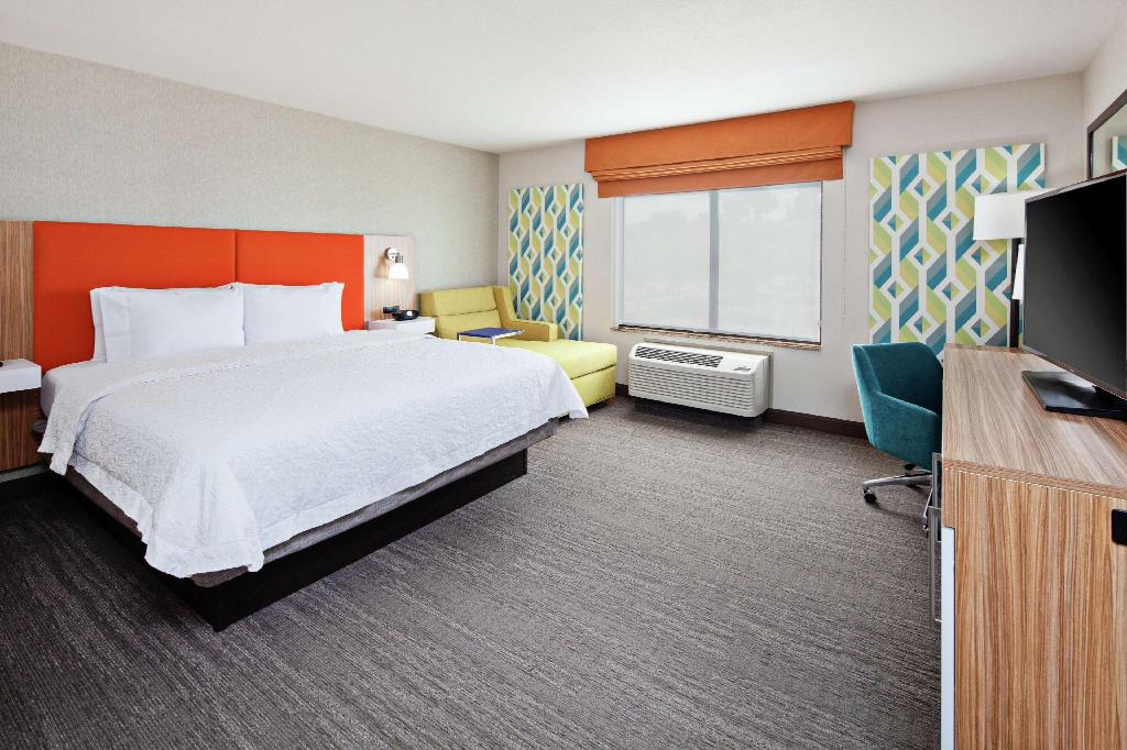 1 King Bed Non-Smoking - Guestroom Hampton Inn & Suites Chino Hills