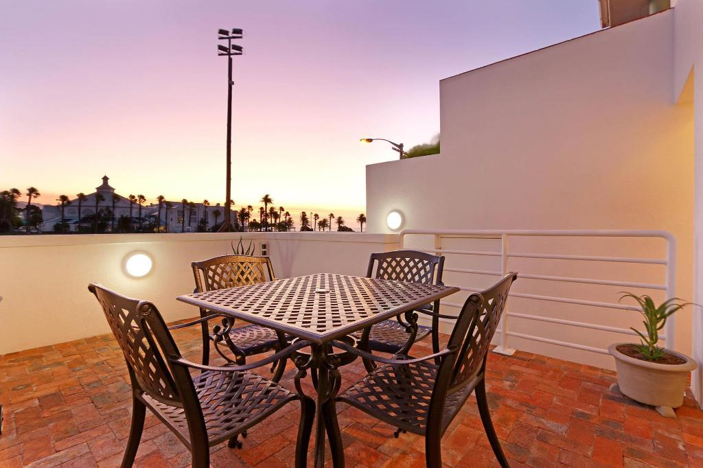 terraza Camps Bay Beach Apartment