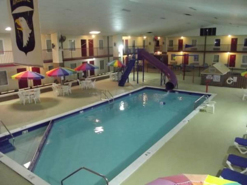 Swimming pool Westgate Inn and Suites