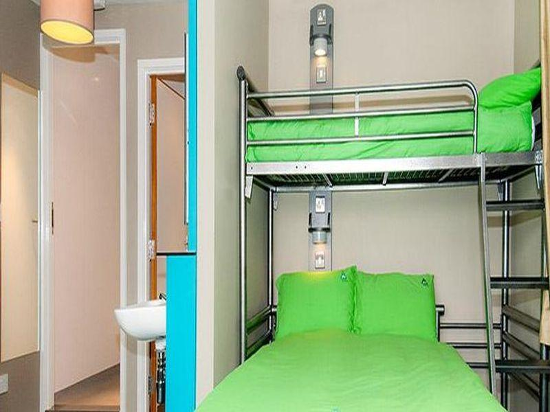 Dormitorio con Bagno in Comune (5 Adulti) (Dormitory Room with shared bathroom (5 adults))