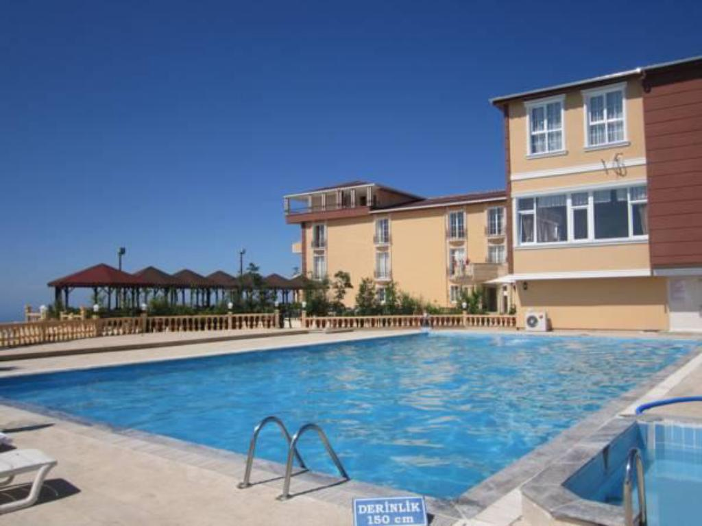 Piscina Zarha Mountain Resort