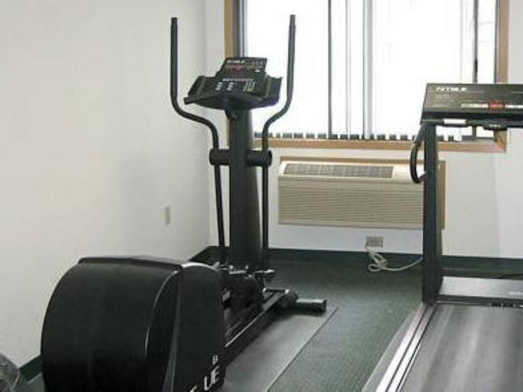 Fitness center Boarders Inn & Suites