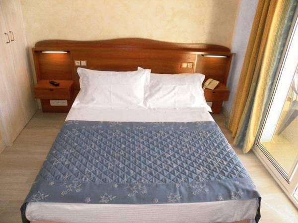 Camera Doppia Vista Mare Parziale (Double Room with Partial Sea View)