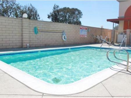 Swimming pool Crystal Inn Suites & Spas