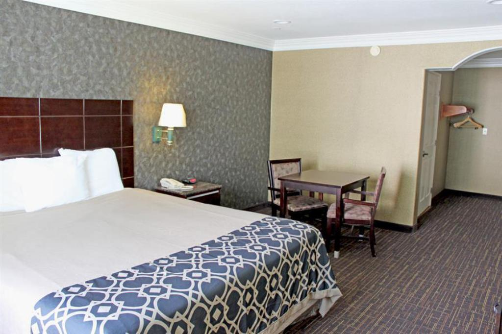 King Room - Non-Smoking - Guestroom Crystal Inn Suites & Spas