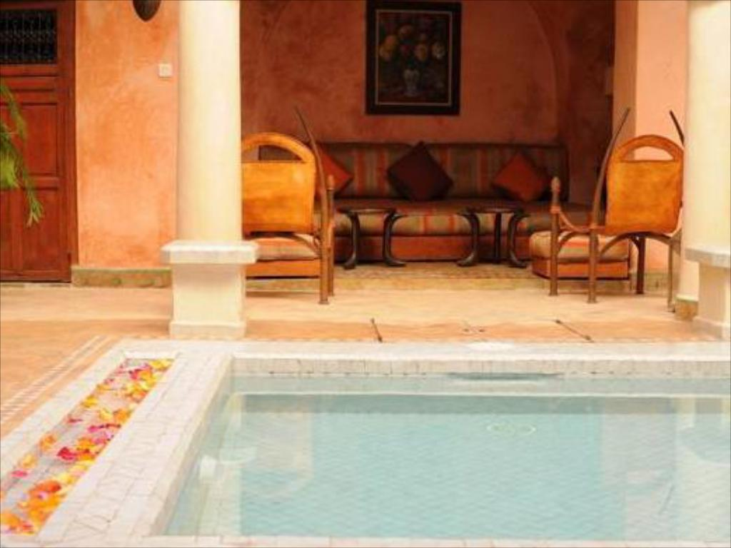 Swimming pool Dar Warda Guest House