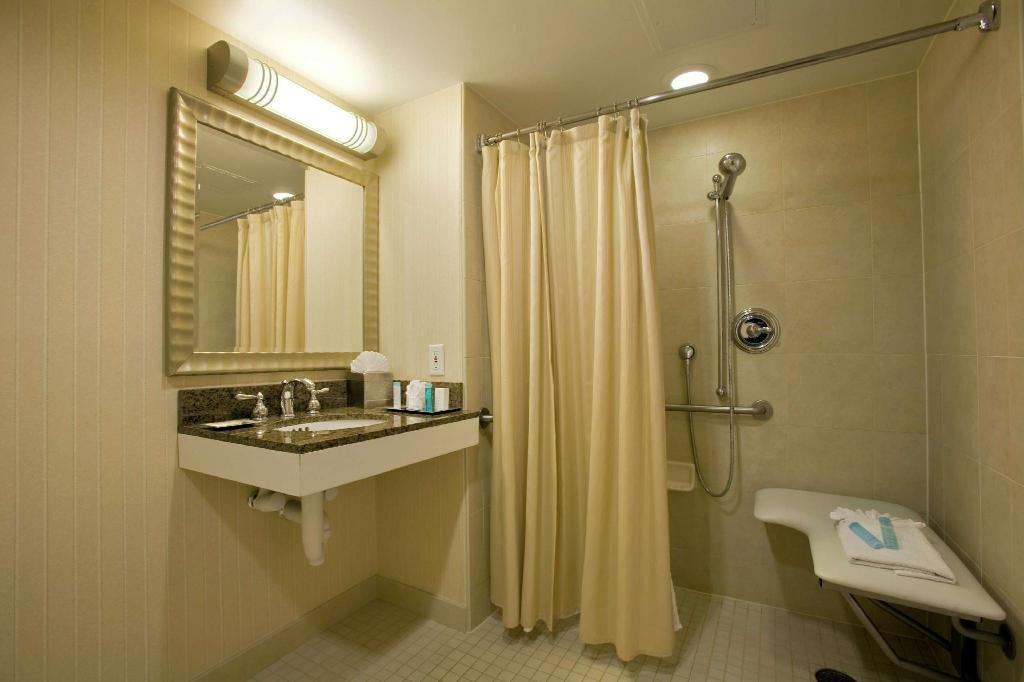 1 King Accessible with Roll in Shower - Guestroom Hilton Irvine Orange County Airport Hotel
