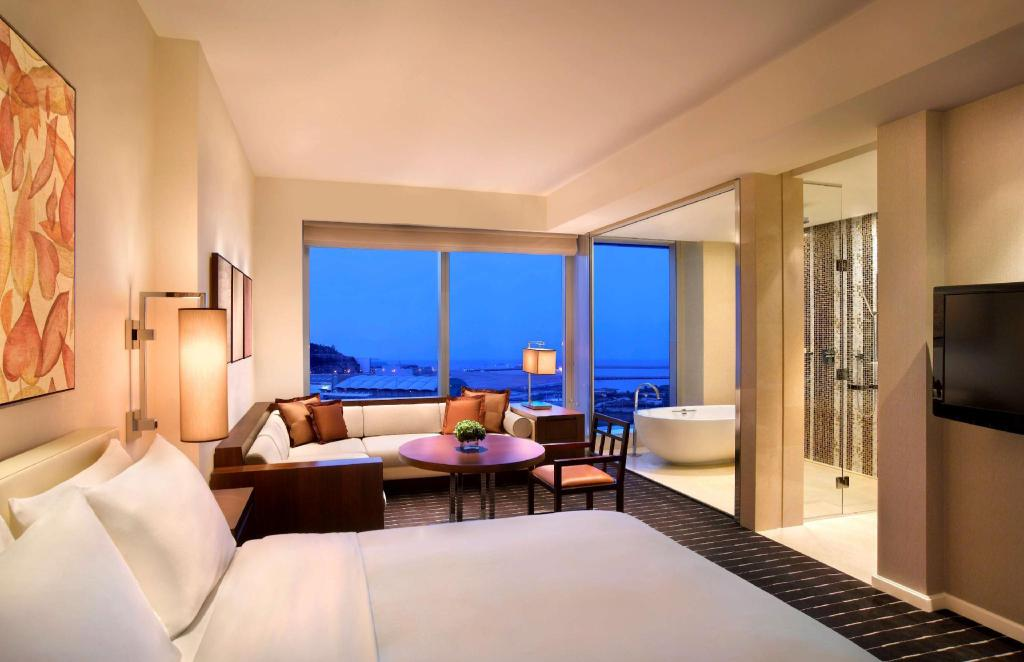 1 King Club Access - Guestroom Grand Hyatt Macau Hotel
