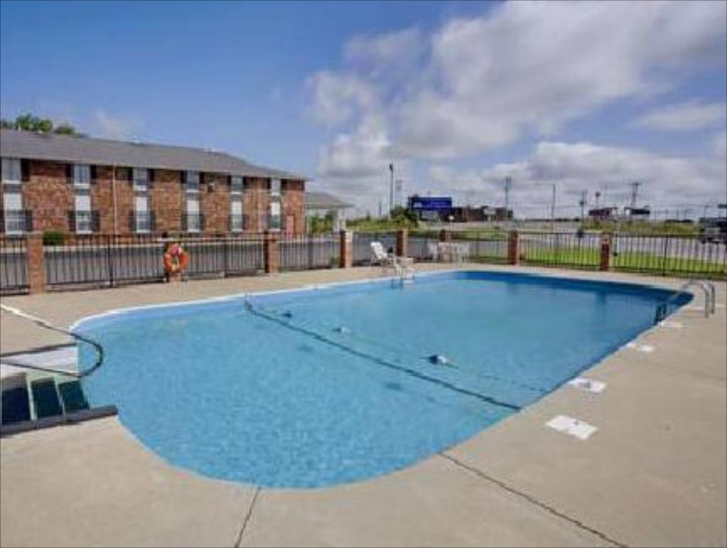 Swimming pool Days Inn Perryville