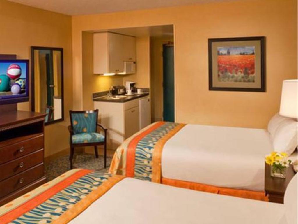 Guestroom Ramada By Wyndham Virginia Beach Oceanfront