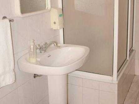 Matrimoniale o Doppia con Letti Separati con Stanza da Bagno in Comune (Double or Twin with Shared Bathroom)