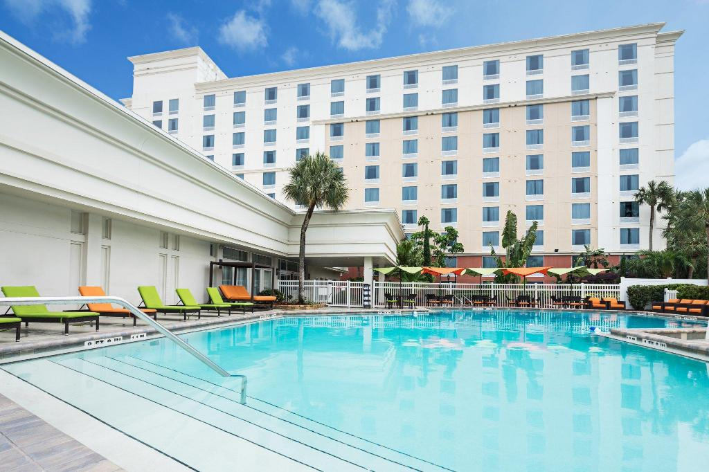Swimming pool [outdoor] Holiday Inn & Suites Orlando Universal