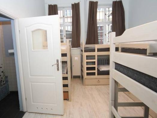 Posto Letto in Dormitorio Misto da 8 Letti con Bagno Privato (Bed 8-Bed Mixed Dormitory Room with Private Bathroom)