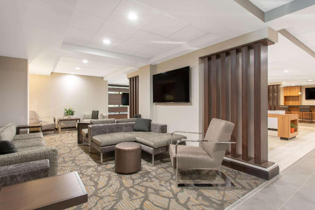 Lobby Wingate by Wyndham Mooresville