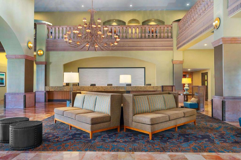Lobby Embassy Suites Mandalay Beach Hotel And Resort