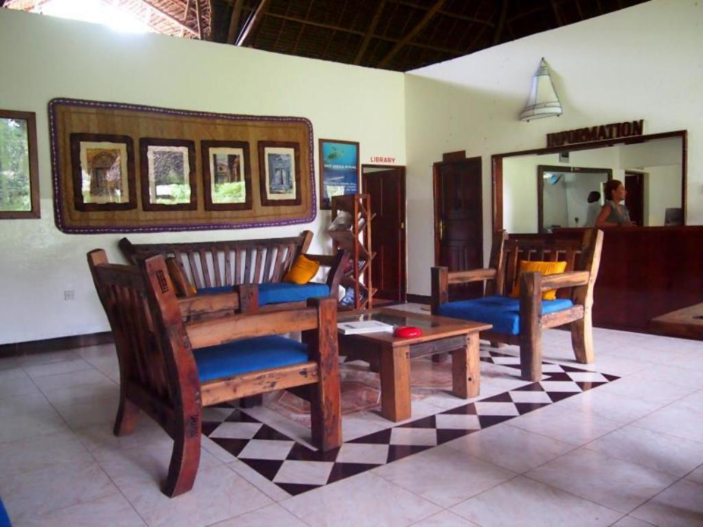 Lobby Mnarani Beach Cottages