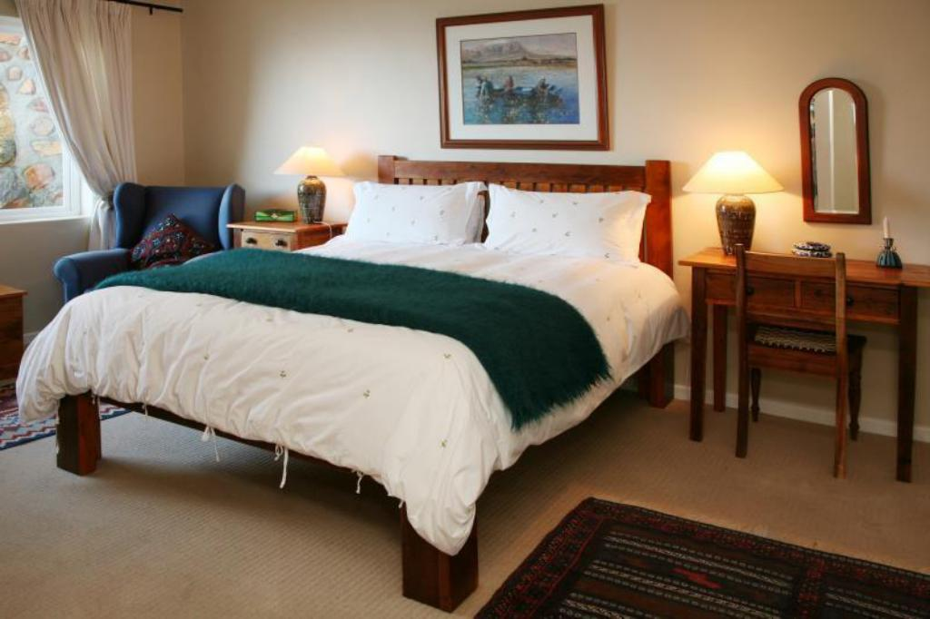 Queen Bed with Breakfast Moonglow Guest House