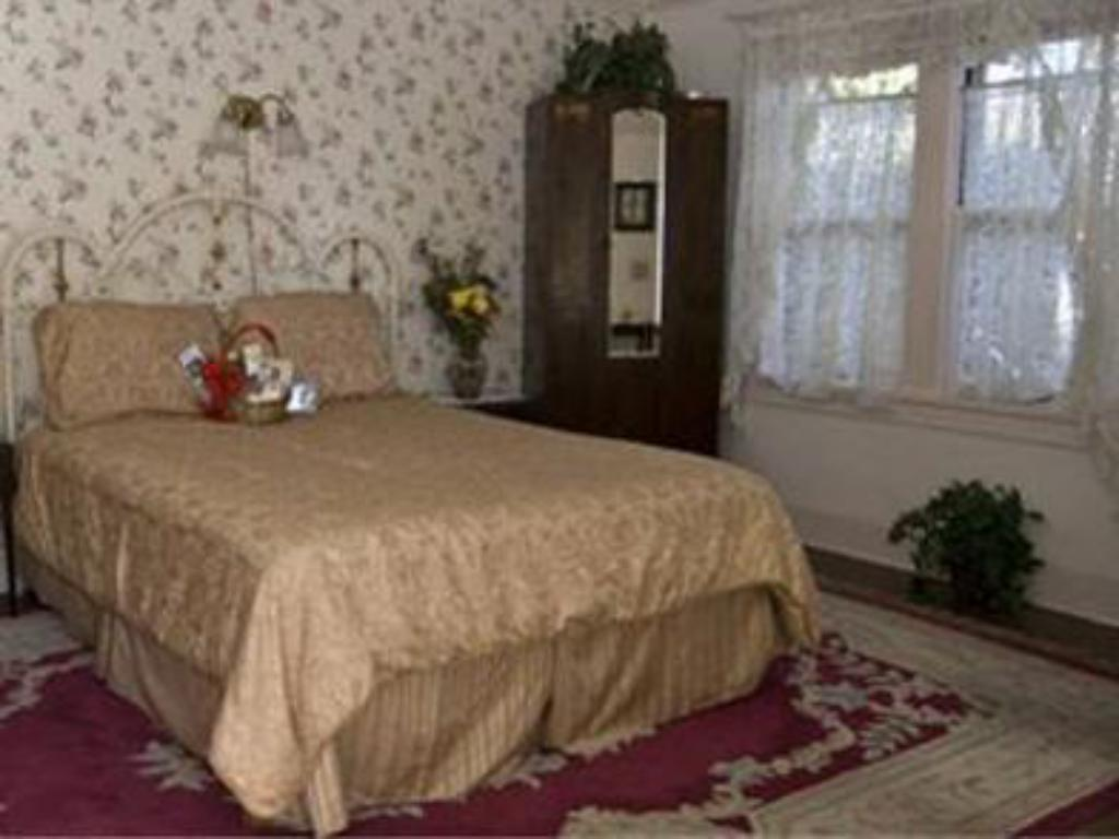 King Room Old Yacht Club Inn Vacation Rentals