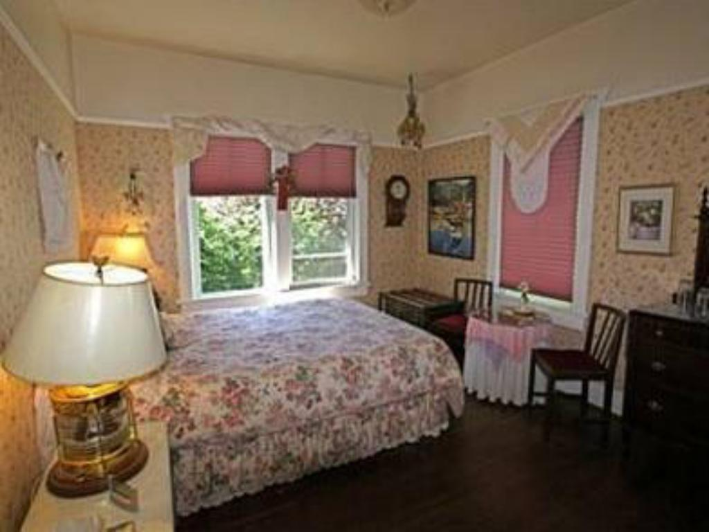 Queen Room Orchard House Bed and Breakfast