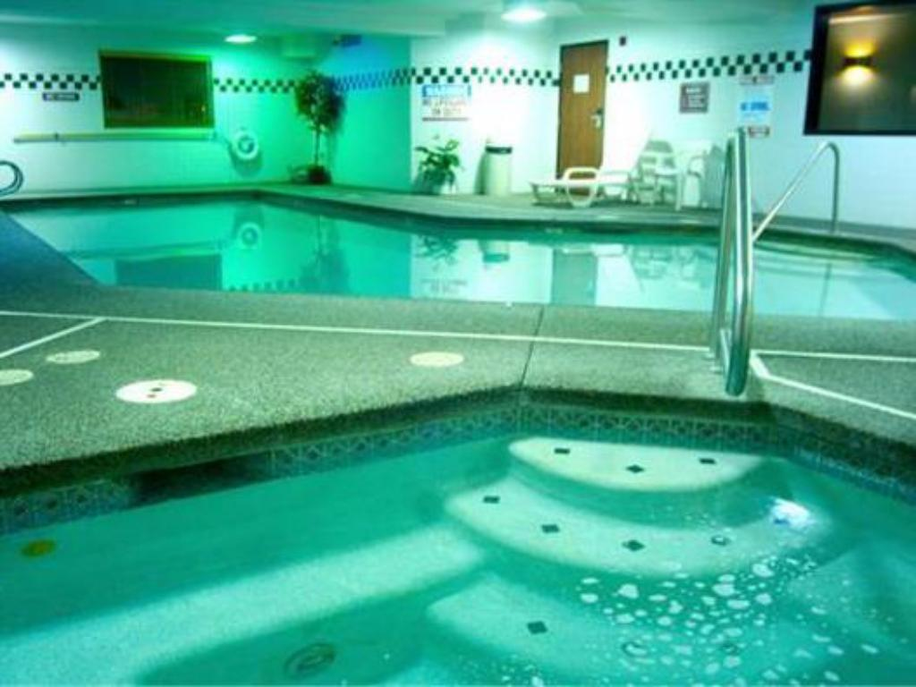مسبح Phoenix Inn & Suites Lake Oswego