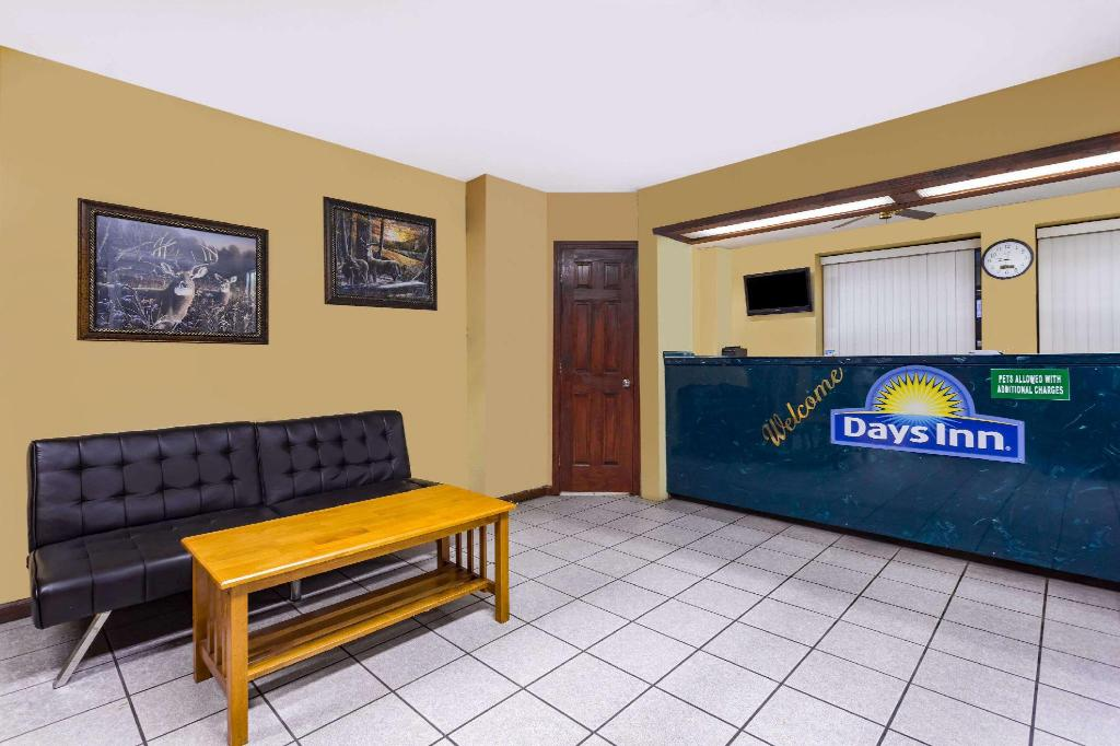 Lobby Days Inn by Wyndham Byron