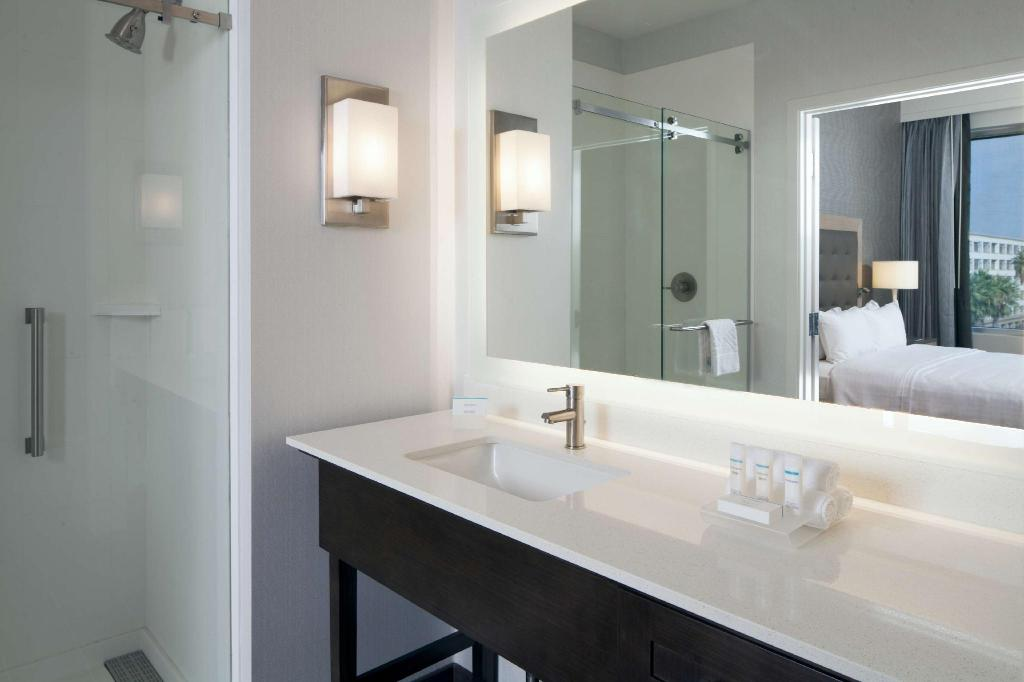Studio Suite King Accessible Tub Homewood Suites By Hilton Los Angeles Intl Airport