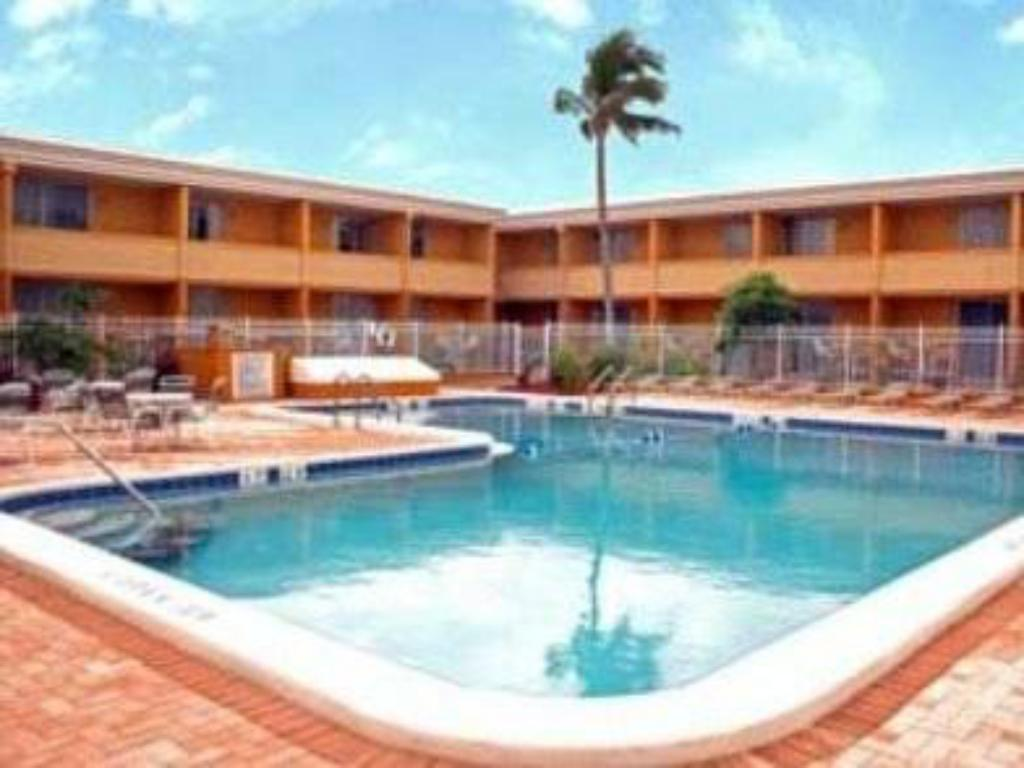 Swimming pool Punta Gorda Waterfront Hotel & Suites