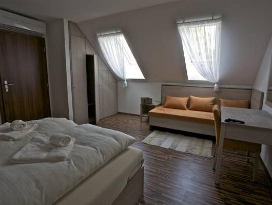 Doppia con Letti Separati e Letto Extra (Twin Room with Extra Bed)