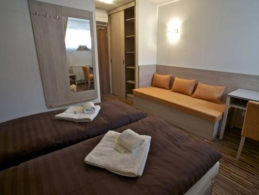 Doppia con Letti Separati con Stanza da Bagno Privata (Twin Room with Private Bathroom)