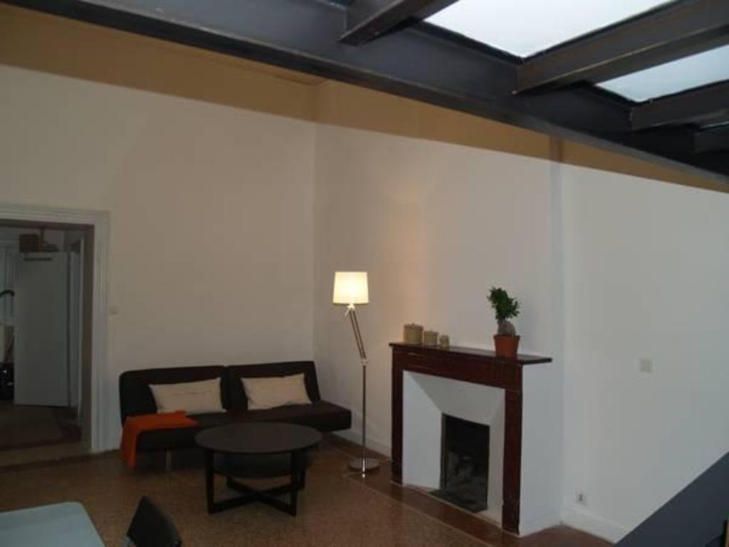 la suite du jeune homme montpellier centre montpellier. Black Bedroom Furniture Sets. Home Design Ideas