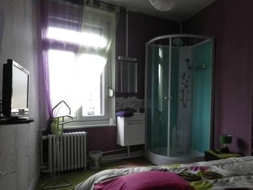 Cameră dublă cu baie comună (Double with Shared Bathroom)