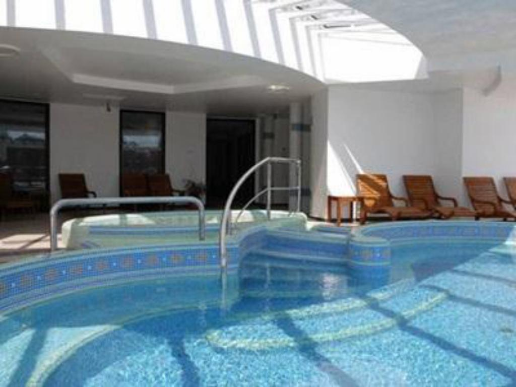 Piscina Liget Wellness and Conference Hotel
