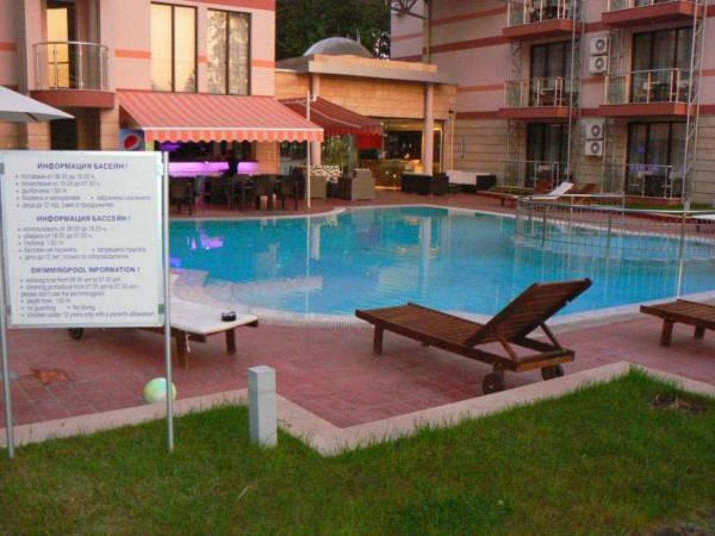 Piscină Menada Tarsis Apartments