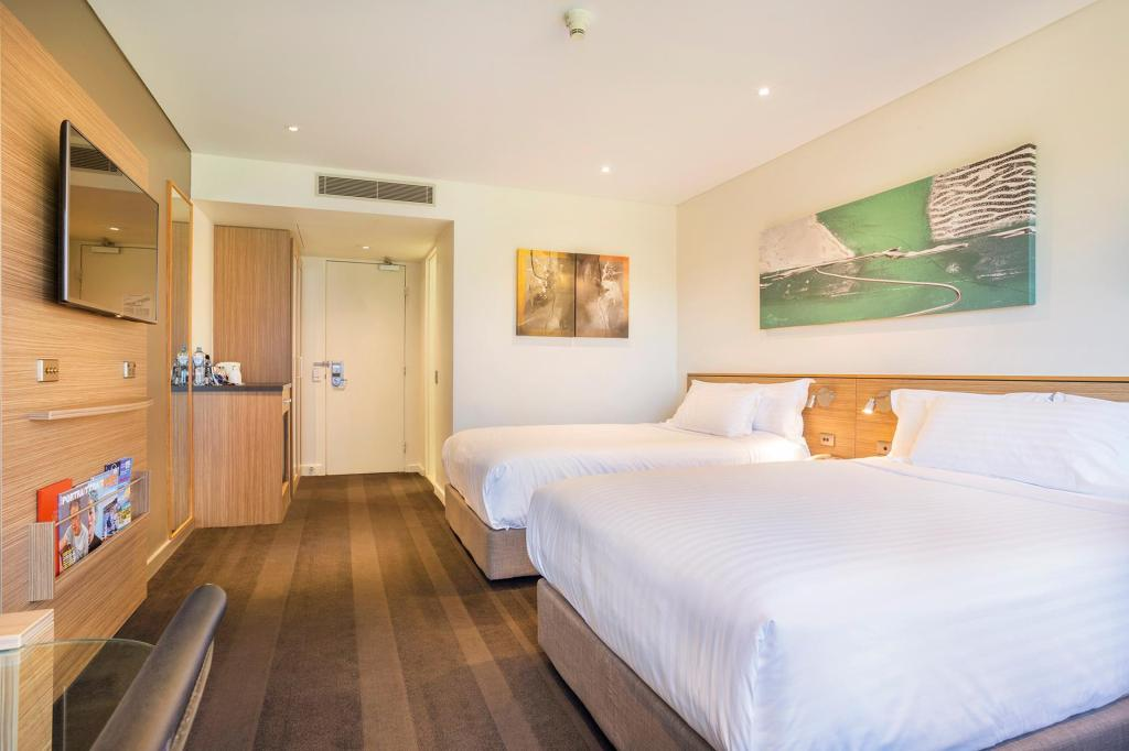 2 Double Beds Wheelchair Accessible Non-Smoking - Bed Crowne Plaza Canberra