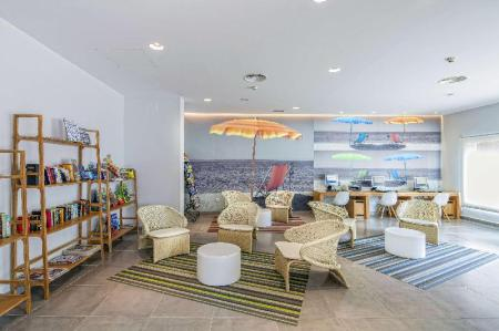 Lobby Los Amigos Beach Club by Diamond Resorts