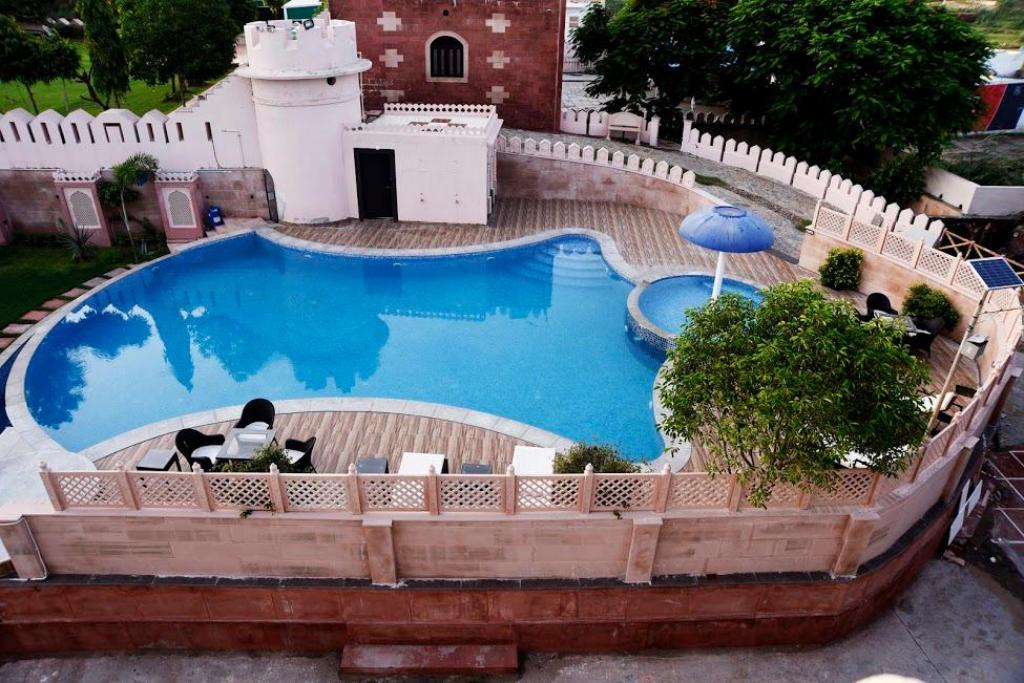 Swimmingpool Bijainagar Fort by 1589 Hotels