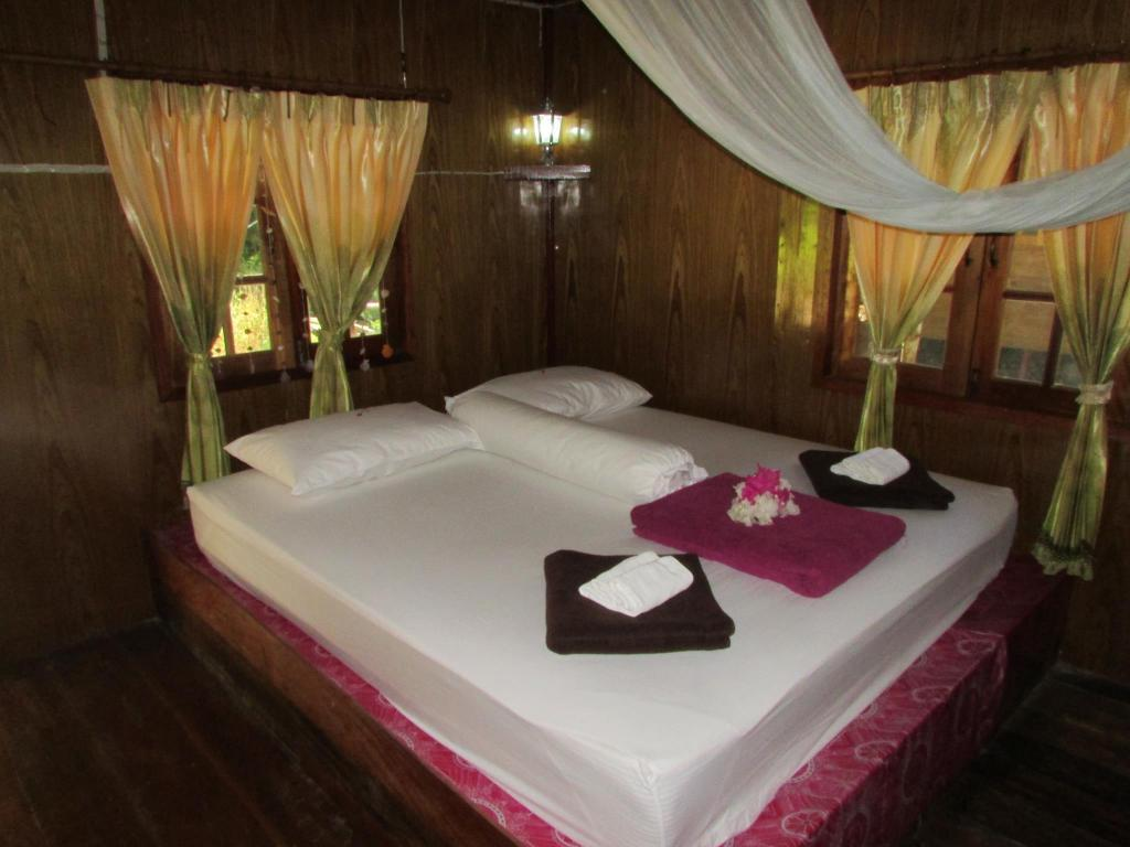 Bungalow with Fan - Bed smile sunset resort2