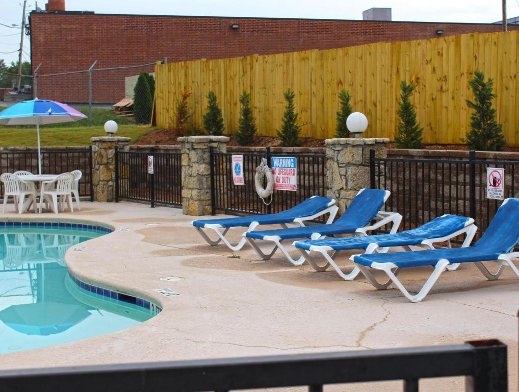 Swimming pool Americas Best Value Inn & Suites - Conyers, GA
