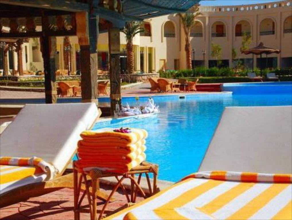 مسبح أكوا هوتيل ريزورت آند سبا (Aqua Hotel Resort and Spa)