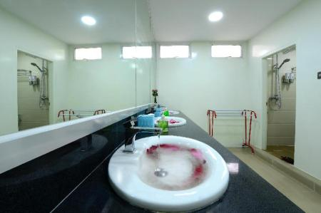 Bathroom Backpacker Hostel