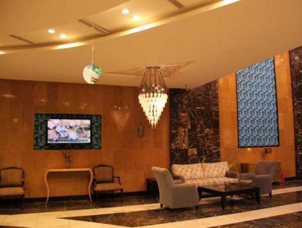 Foyer Awaliv Suites Hotel