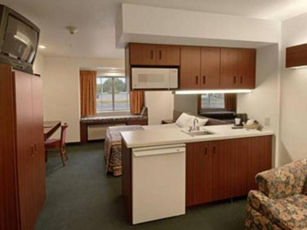 Interior view Bridgepointe Inn & Suites Toledo-Perrysburg-Rossford-Oregon-Maumee by Hollywood Casino