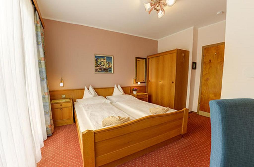 Comfort Double Room with Balcony - Bed B&B Haus Golker