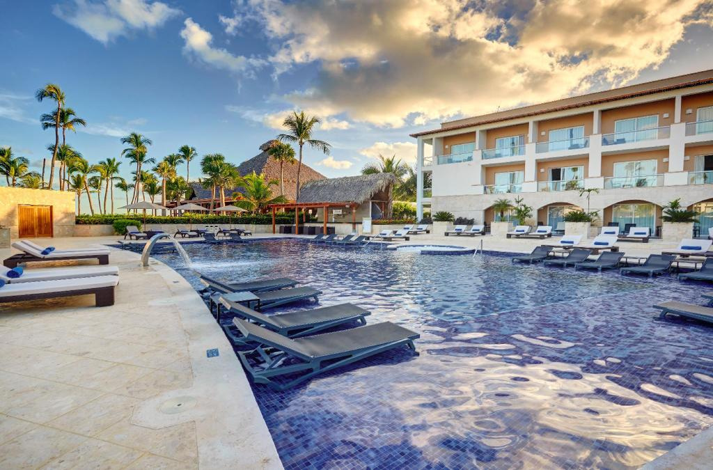 Бассейн на открытом воздухе Hideaway at Royalton Punta Cana - All Inclusive - ADULTS ONLY