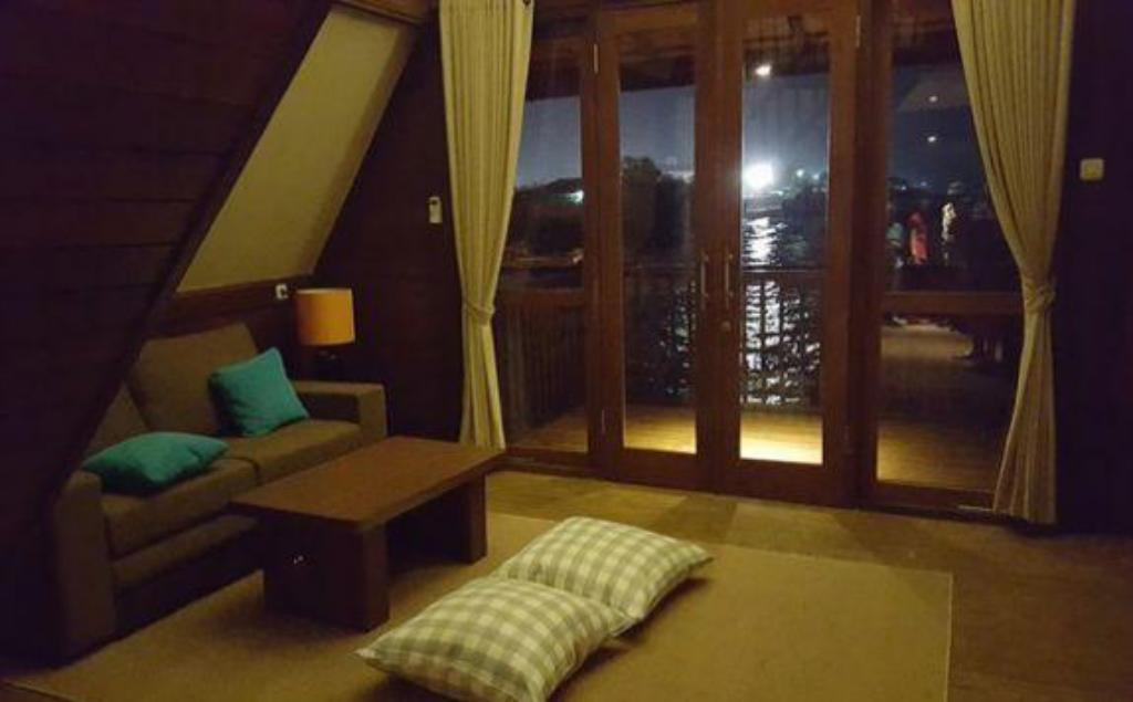 Interior view Seaview Cottage Cirebon Waterland