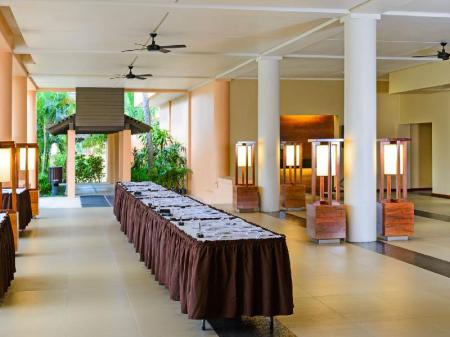 Hotellet indefra Sheraton Fiji Resort