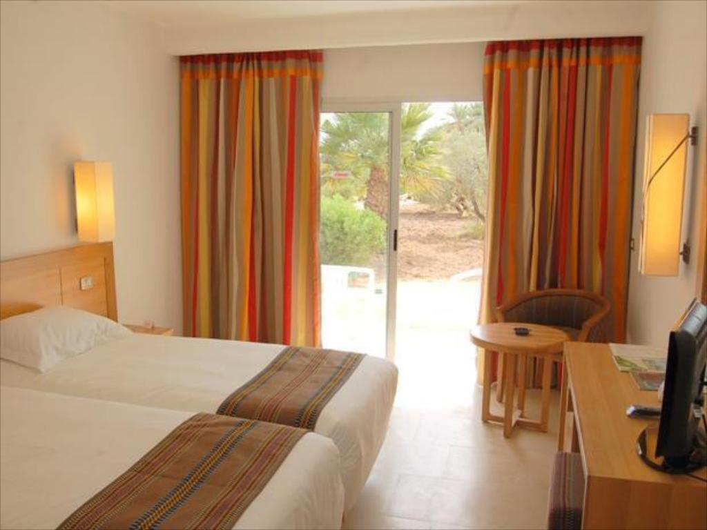 Double or Twin Room - Guestroom Hotel Golf Beach