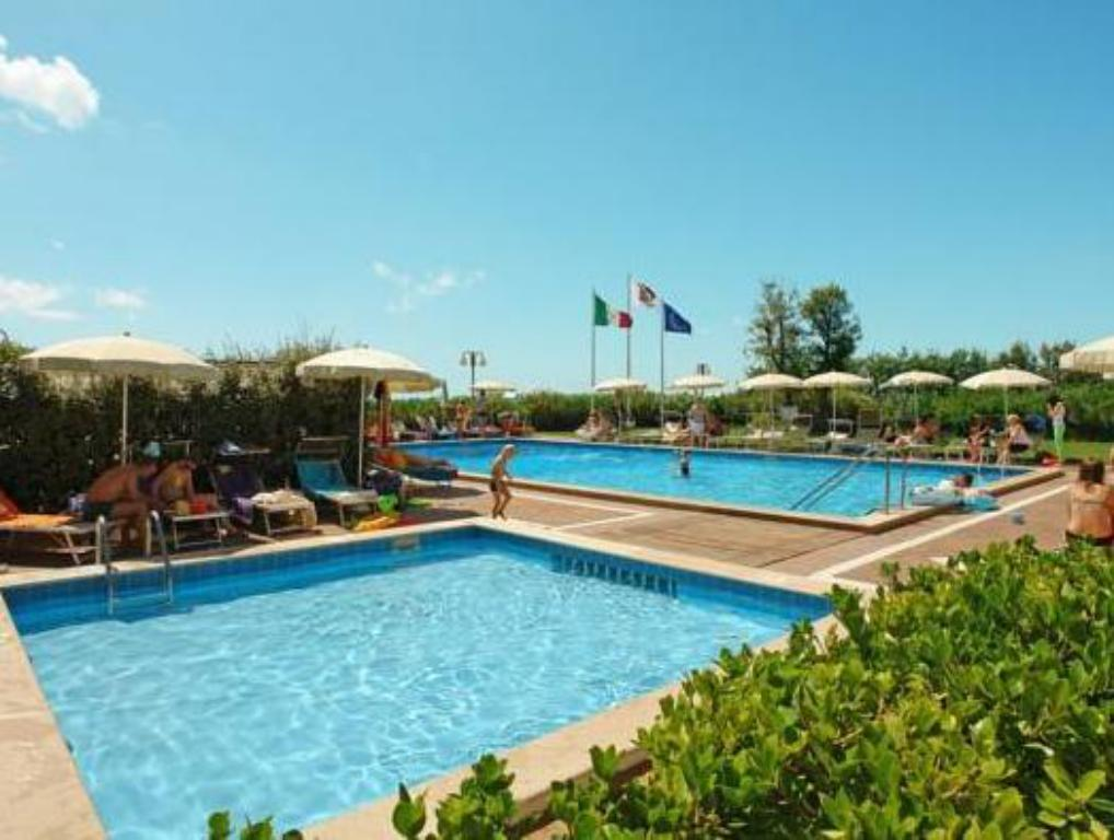 Swimming pool Hotel Mariver