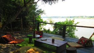 Mekong Bamboo Hut (Pet-friendly)