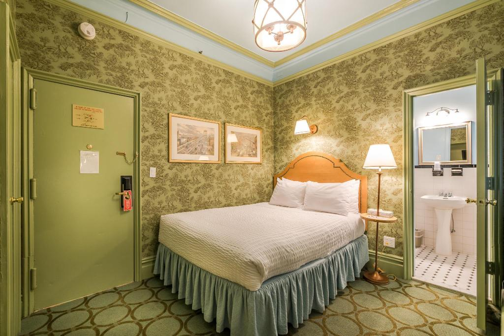 hotel wolcott in new york ny room deals photos reviews. Black Bedroom Furniture Sets. Home Design Ideas